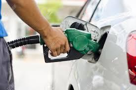 ガソリンスタンド 車にガソリン